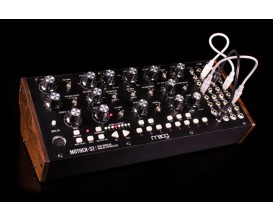 MOOG MOTHER-32 - Tabletop semi-modular synthesizer