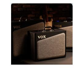 "VOX AV30 - Combo 30 Watts, HP Custom 10"", Préampli analogique 8 modèles + 2 lampes 12AX7, FX (Chorus, Delay & Reverb)"